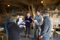 (Dansk) Campister øver sig på fælles korsang