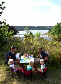 Family Camping: Breakfast with feshly baked rolls with a view over the lake