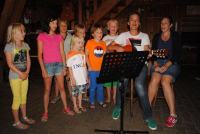 Common singing with children to childrens music evening