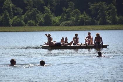 Nieuwe vlot in het meer